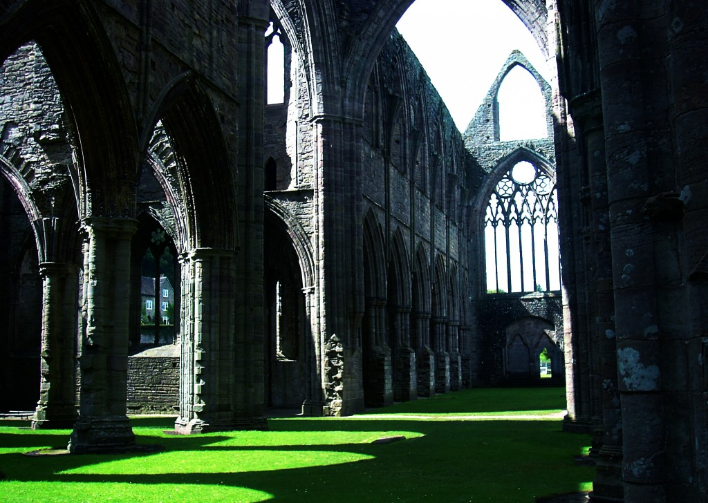 Lines composed a few miles above tintern abbey critical analysis