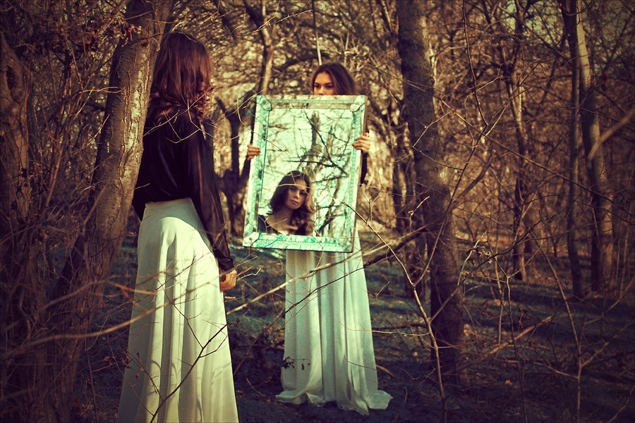 the_enchanted_mirror_by_ineedchemicalx-d5qtrsv